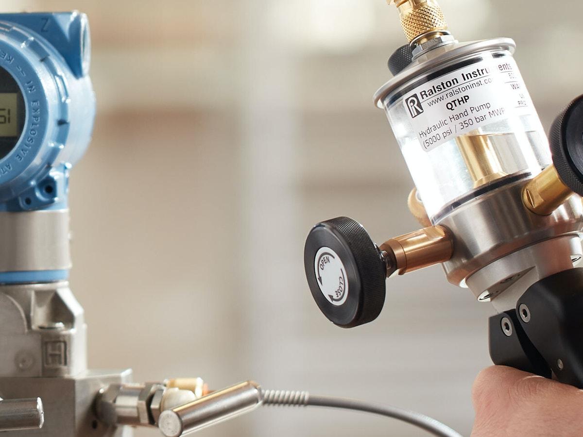 Advantages of Using a Hydraulic Hand Pump